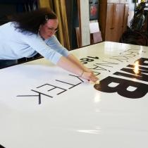BMB nábytek - lepení reklamní cedule