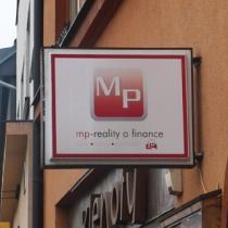 MP reality a finance - venkovní světelný panel